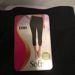 NWT Capri leggings OS